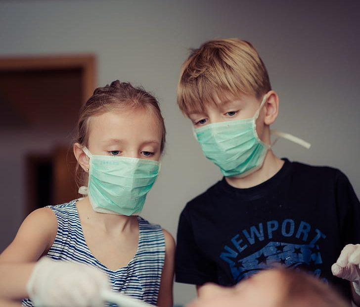 niños con covid-19